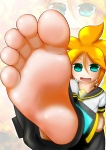 barefoot feet hypnos@鋼_(artist) kagamine_len looking_at_viewer male_feet pov short_hair smiling soles toes vocaloid  rating:Safe score:10 user:SonicTemperance